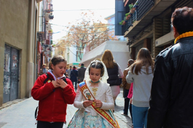 Girls in Valencian dress