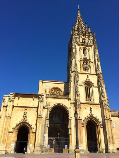 I already miss the sight of the cathedral on Oviedo's sunniest days.