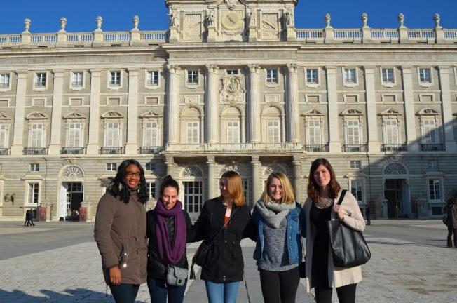 S171008_Spain_Palace Group Picture_DanielleNanni.JPG